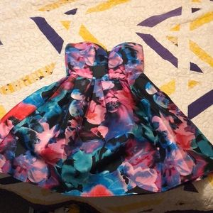 Strapless Sweetheart neckline dress